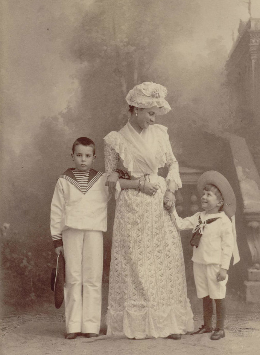 Княгиня Юсупова с сыновьями