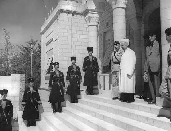 Король Абдалла и генерал Глабб. Личная охрана короля – черкесы.