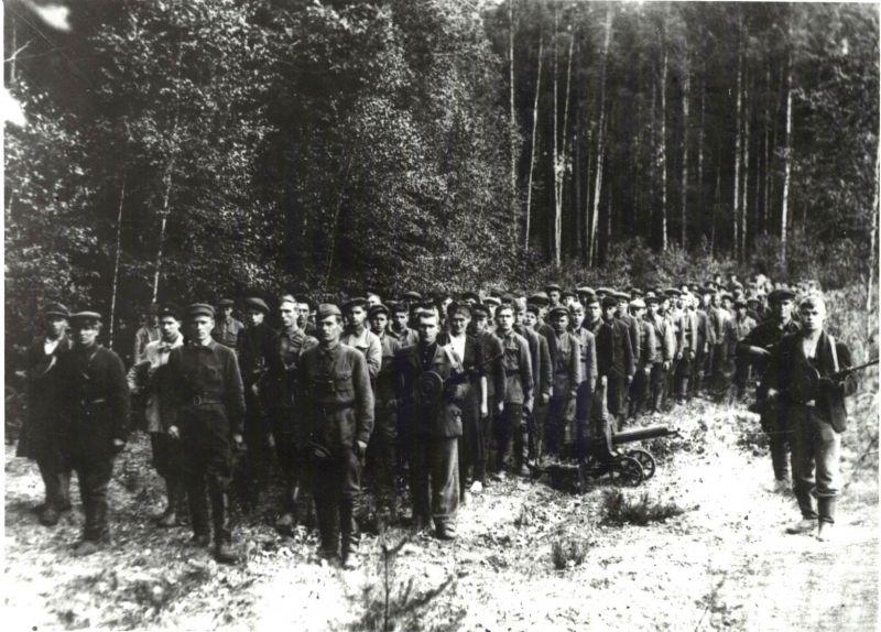 Бойцы отряда Щорса из партизанской бригады имени Чапаева
