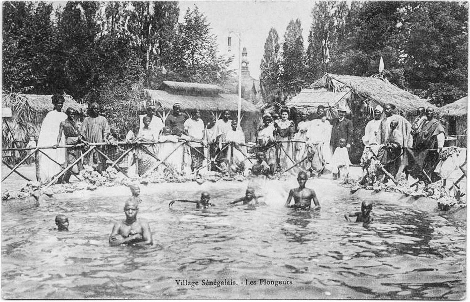 На Всемирной выставке в Брюсселе, Бельгия, в 1958 году была представлена макетная сенегальская деревня.
