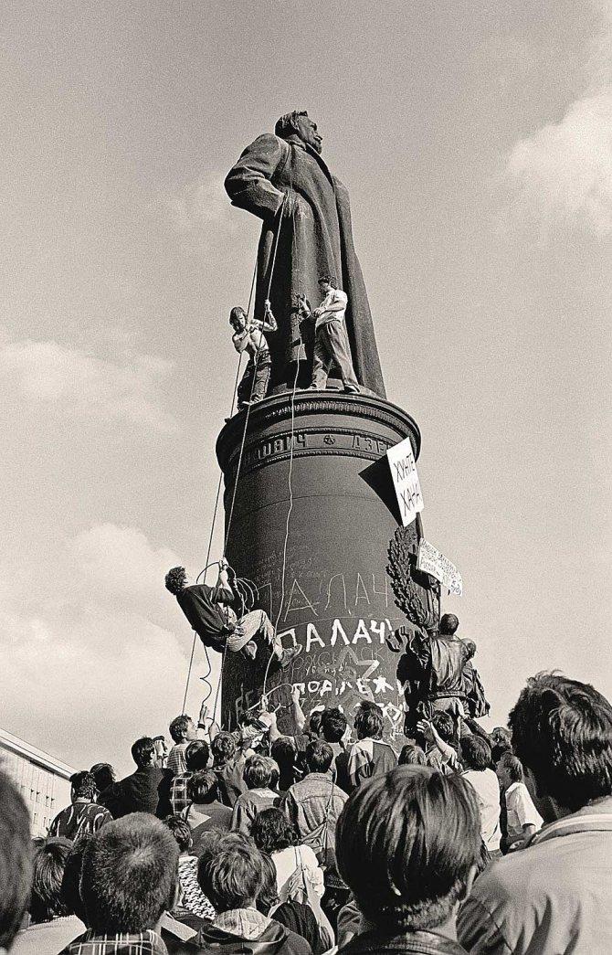 Снос памятника Дзержинскому в Москве, 1991 г